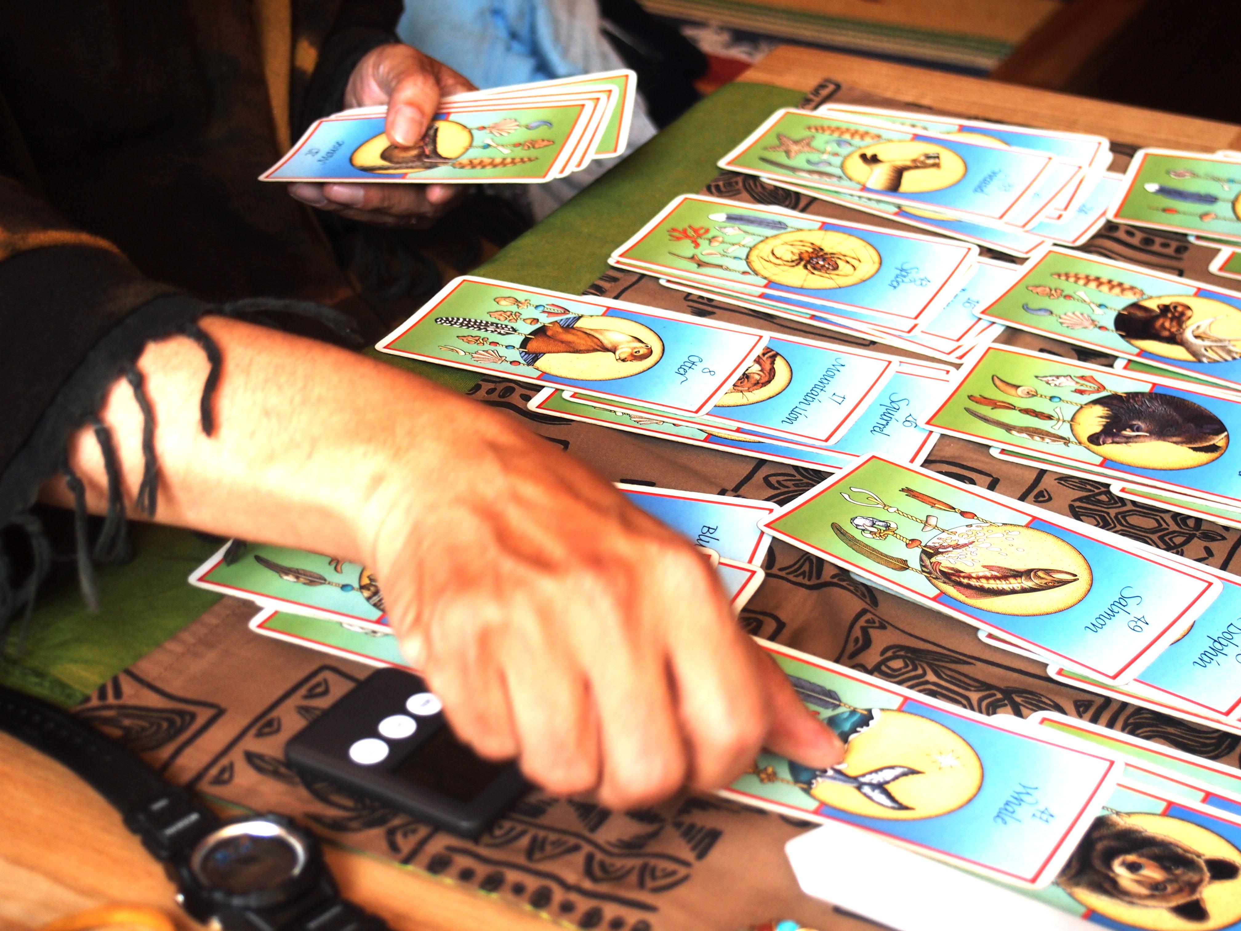 ネイティブインディアンの教えに基づいた動物からの智慧のカード占い。