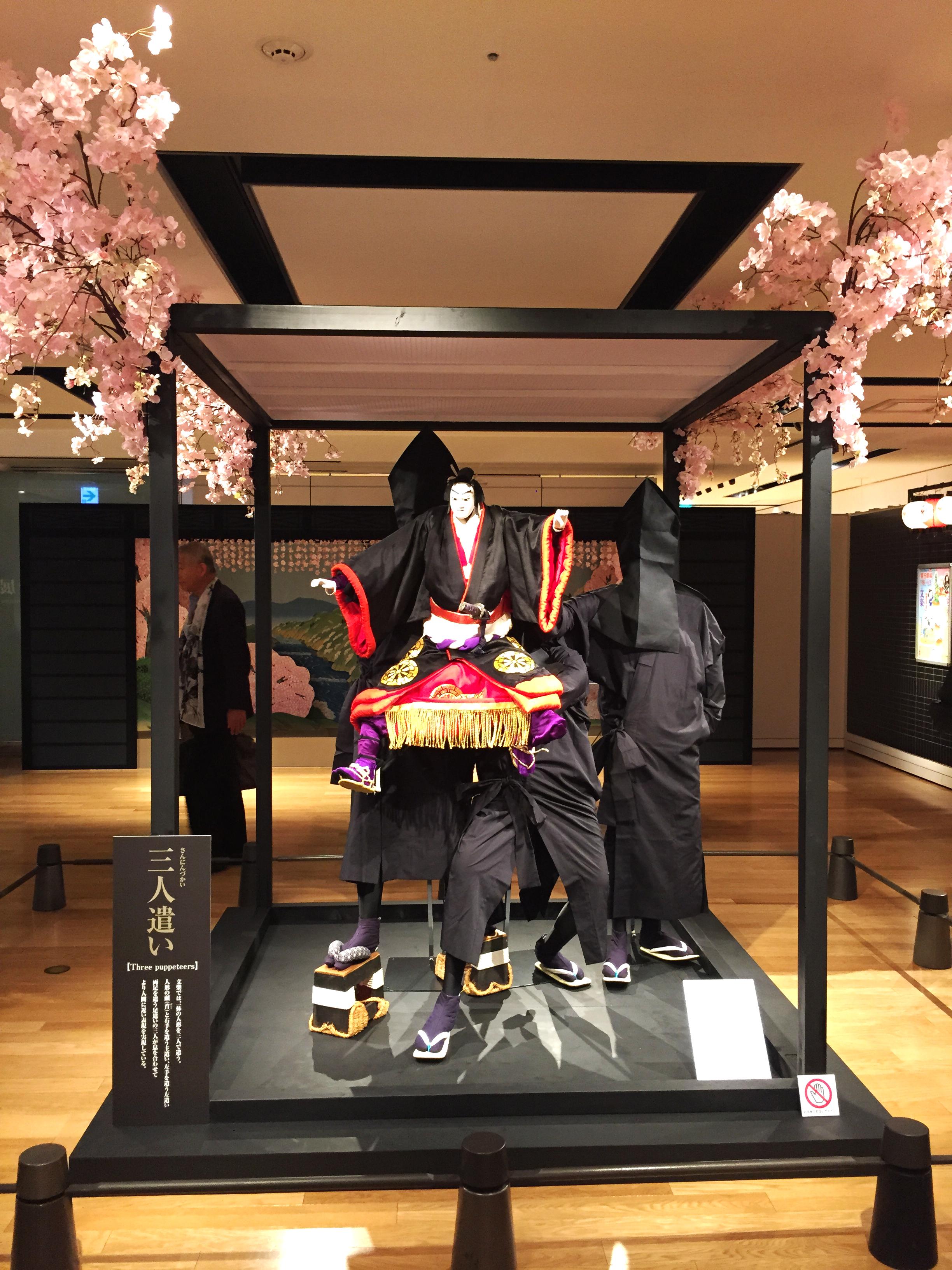 梅田阪急さんで開催中の文楽の世界展。 うめだギャラリー、ウィンドウ、インスタレーションの企画、デザイン。制作を様々なプロフェッショナルの方々のお力を借りながらさせて頂きました。 すばらしい文楽の世界を多くの方々に知って頂きたいと思います。