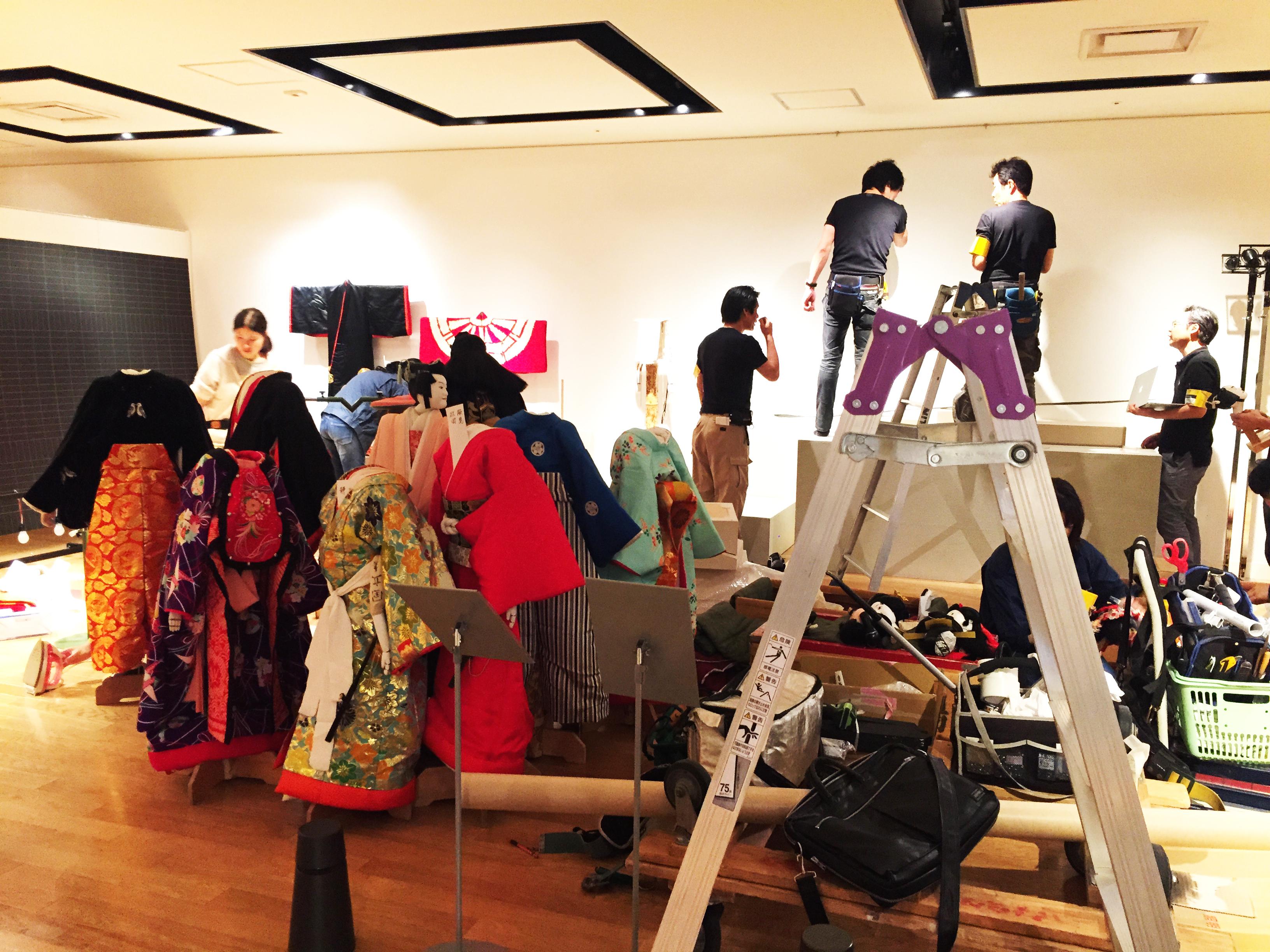 梅田阪急さんで開催中の文楽の世界展の準備作業風景です。 企画、デザイン、製作をさせて頂きました。