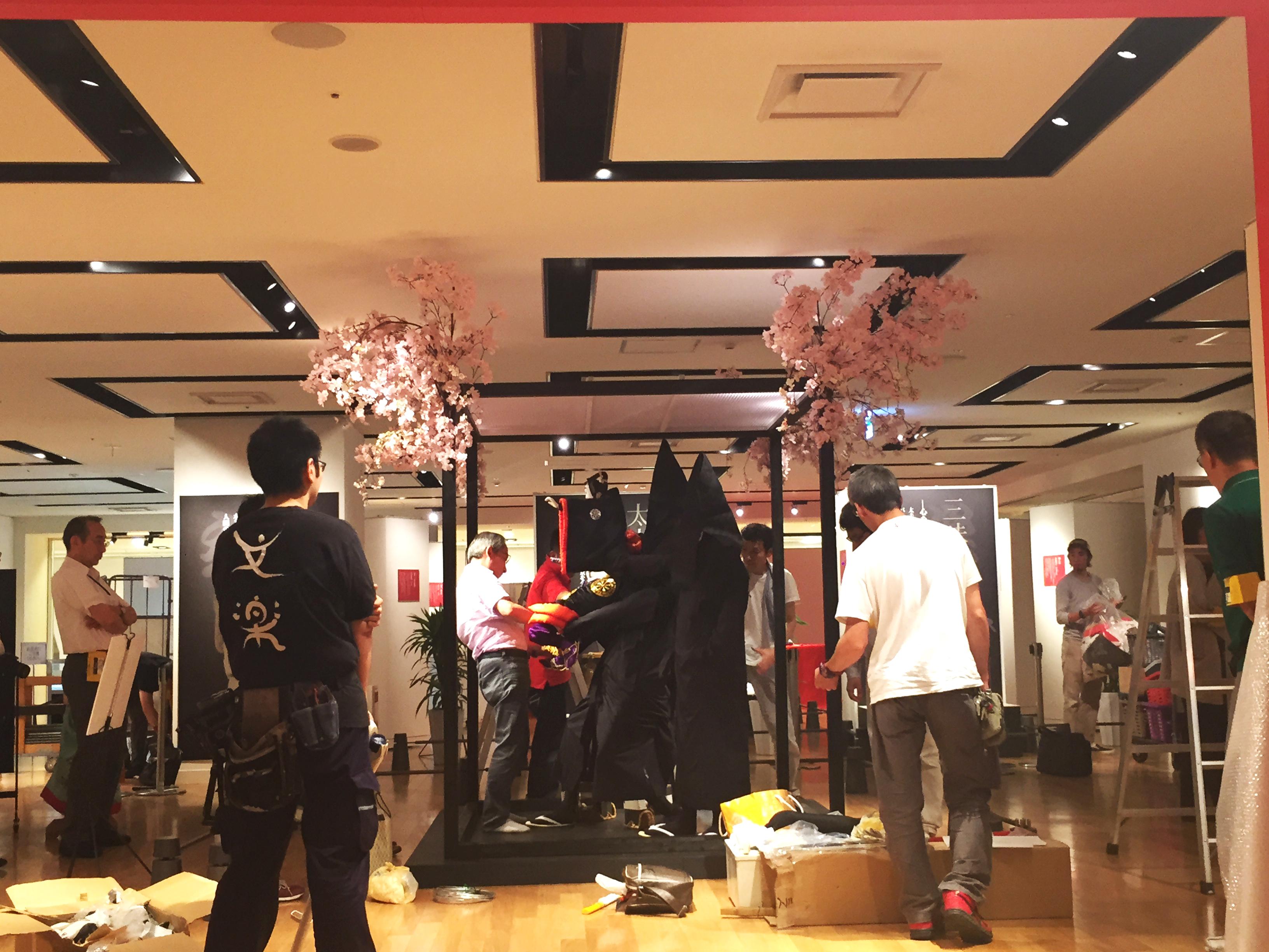 梅田阪急さんで開催中の文楽の世界展。 企画、デザイン・施工をさせて頂きました。 準備風景です。